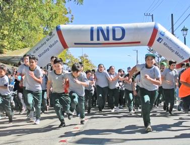 Alumnos de empedrado, celebran día mundial de la actividad física, con masiva maratón escolar.