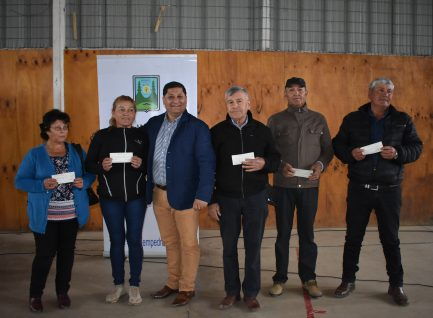 INDAP entrega bonos de incentivo agrícola a 194 agricultores de empedrado, pertenecientes al programa PRODESAL